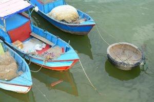 Fischerboote am Flusshafen von Nha Trang