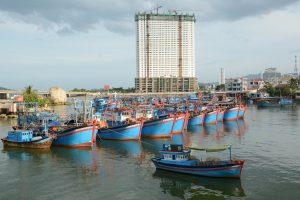Hotelbaustelle und alter Flusshafen von Nha Trang