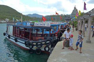 Tourboote an der Insel Hon Mieu